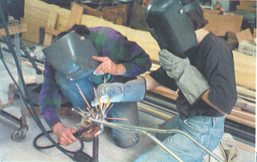Welding of the crucifix armature in the studios...